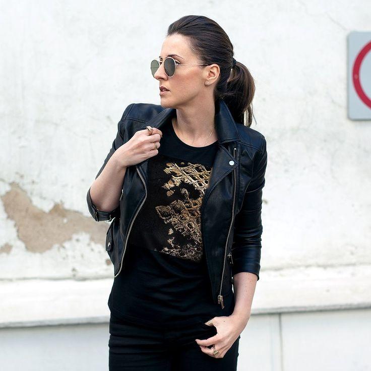Urban Gilt - Pearson Black Gold Snakeskin Print T-shirt| Women's Graphic Tees For Life's Adventurers | urbangilt.com | @urbangilt