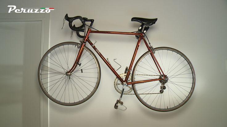 Appendi la tua bici in casa e rendila un elemento di arredamento con i supporti a muro di Rack-Bike.com.