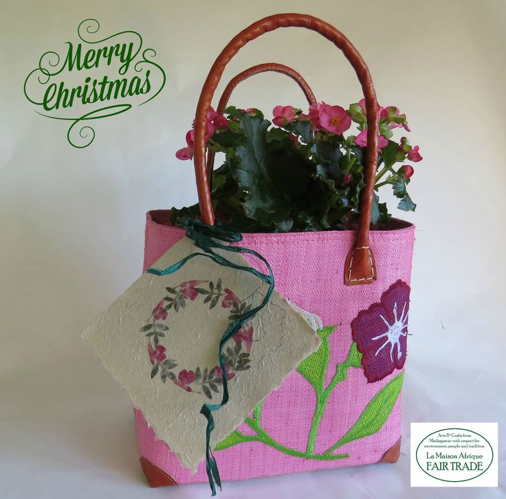Fair Trade bag handcrafted of raffia, reeds and vegetable tanned leather. Fair Trade Christmas card of flower decorated bark paper. Let Christmas bloom - and make the world a better place. #christmas #fairtrade #bloom