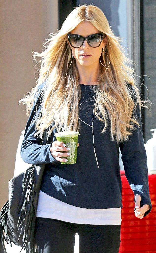 "Despite her recent separation from her hubby & ""Flip or Flop"" co-star, Christina El Moussa stepped out confidently flaunting oversized cat-eye shades."