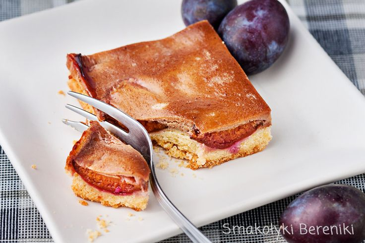 Plum bars with cinnamon topping