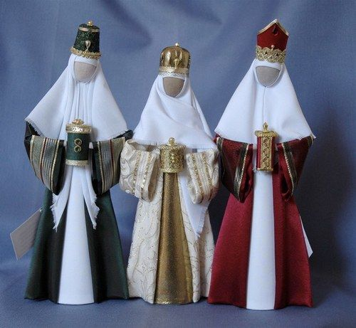 K5: Green, cream and red kings with gold trims