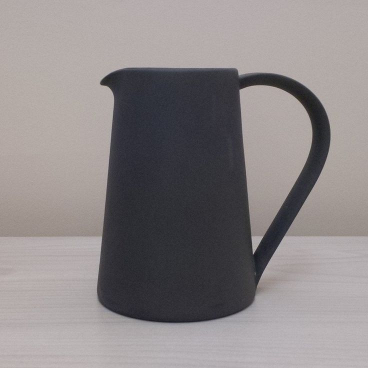 Another Country pitcher Rød ELLER sort 750,-