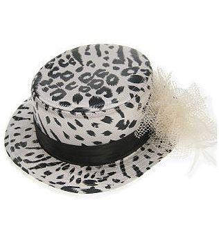 Luxe hoed met tijger print in de kleuren zwart en wit. Mooie hoed in het Lou Bandy model, met wit/zwarte tijger print en een strik aan de zijkant. Voor meer hoeden naar het Lou Bandy model kunt u ook in deze webshop terecht!