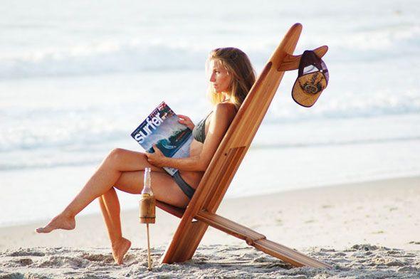 Conçue par Clinton Underwood à Cocoa Beach, en Floride, ces chaises faites à la main ont tout pour être super cool. Il a tout simplement repris une planche de surf et l'a modifiée pour en faire une chaise de plage transportable et facile à ranger. Bon, il faudra pas se tromper car essayer de surfer avec la chaise ne doit pas être simple.