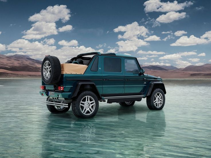 2018 Mercedes Benz G650 Maybach Landaulet : Sous le capot, se trouve le V12 6,0 litres atmosphérique biturbo essence dont la puissance maximale reste calibrée à 630 chevaux, pour un couple moteur de 1.000 Nm. Enfin, la production de ce curieux Mercedes-Maybach G650 Landaulet sera limitée à 99 exemplaires, tandis que son prix ne descendra pas sous les 300.000 euros.