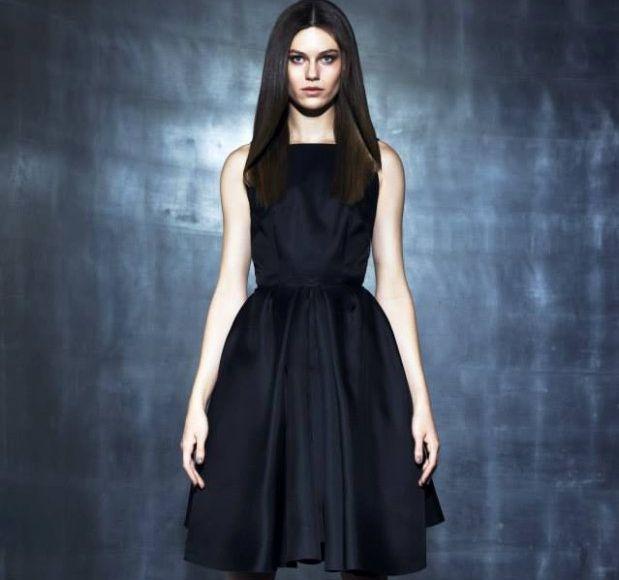 Ta piękna 'mała czarna' która jest must have każdej kobiety sprawiła, że odczuwam nieodpartą potrzebę kupna nowej sukienki! :-)  La Mania, fot. Adam Pluciński