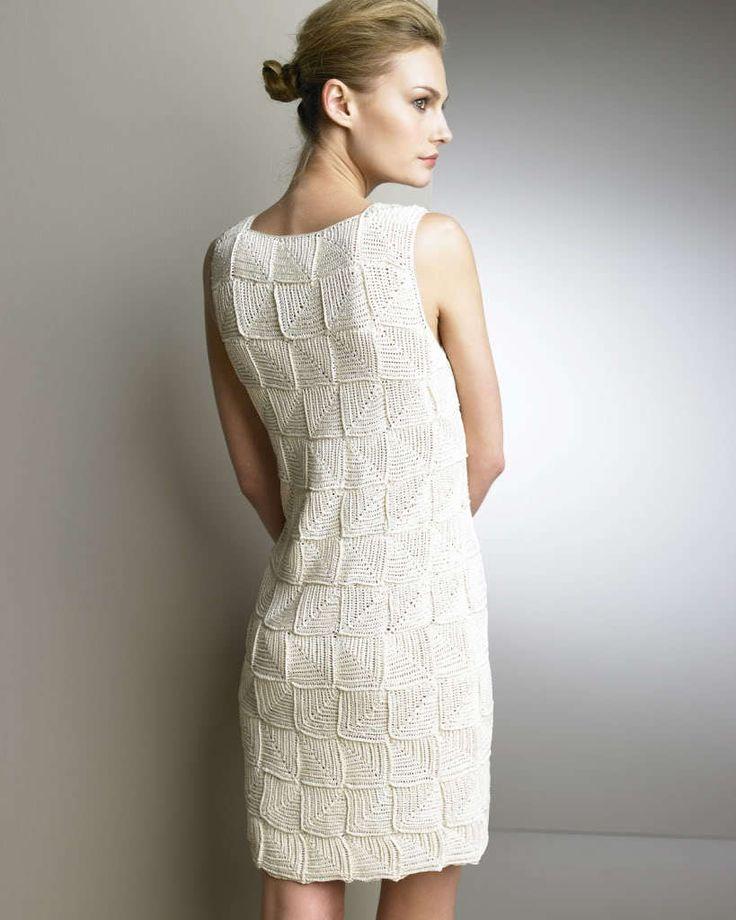Last year Sew Knit Crochet shared this terrific Oscar de la Renta Crochet Dress