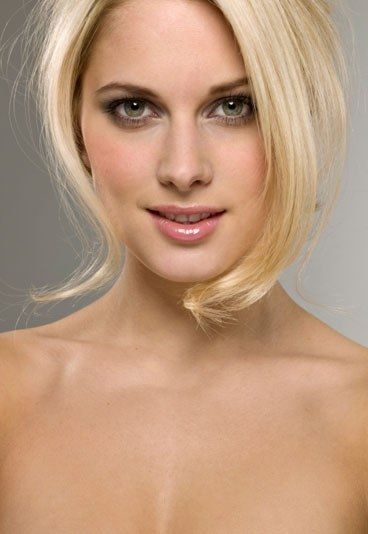Blondinen bevorzugt - Männer und Blondinen - Klischee - Frauen Klischees - Die Fakten Schatzi hat schon wieder unsere Zeitschrift geklaut. Kein Wunder: Wenn sexy Scarlett Johansson lasziv vom Coverblatt blickt, sind die Männer nicht mehr zu halten...