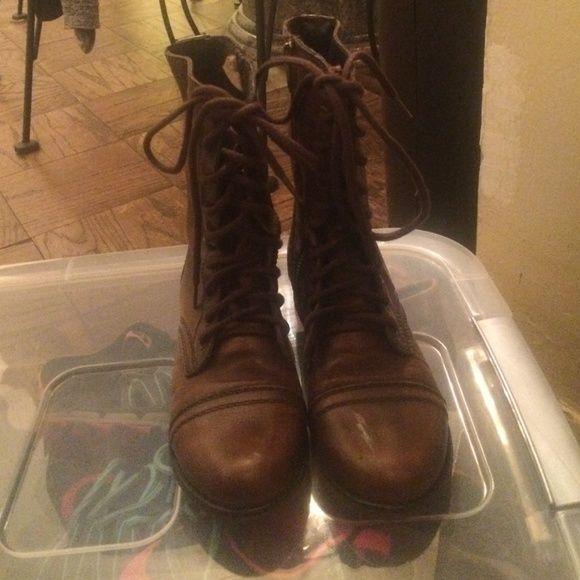 Steve Madden combat boots Looks brand new worn once Steve Madden Shoes Combat & Moto Boots