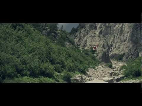 ¿Qué se siente volar montaña abajo a pocos metros del suelo rocoso, a una velocidad de 250 km/h?