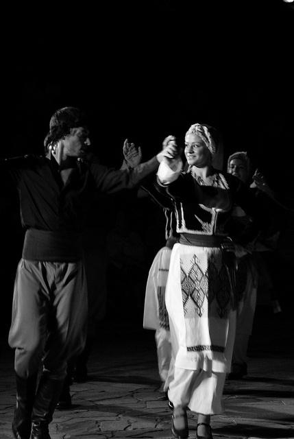 Greek traditional dance (42) by Thalia Nouarou, via Flickr