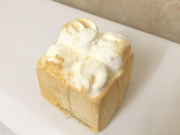 Lush Golden Wonder Bath Bomb unwraps a beautiful surprise in your bath tub! I'm hooked. #bathart #lushcosmetics