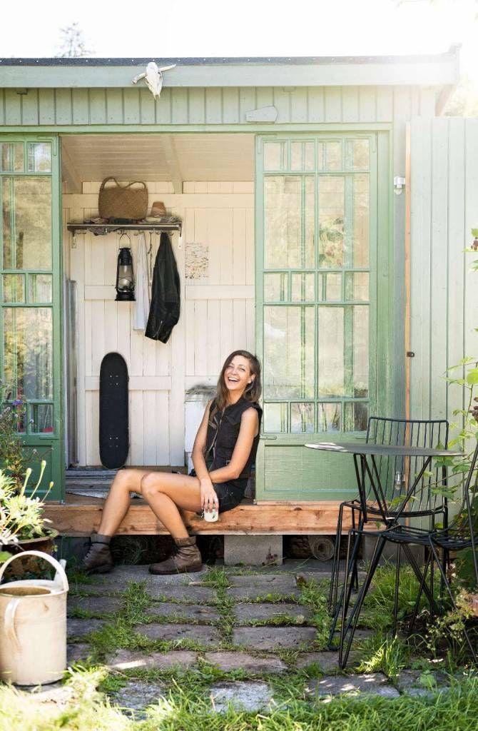 Elin Unnes, rockjournalist och odlande författare till The secret gardener foto Klas Sjöberg