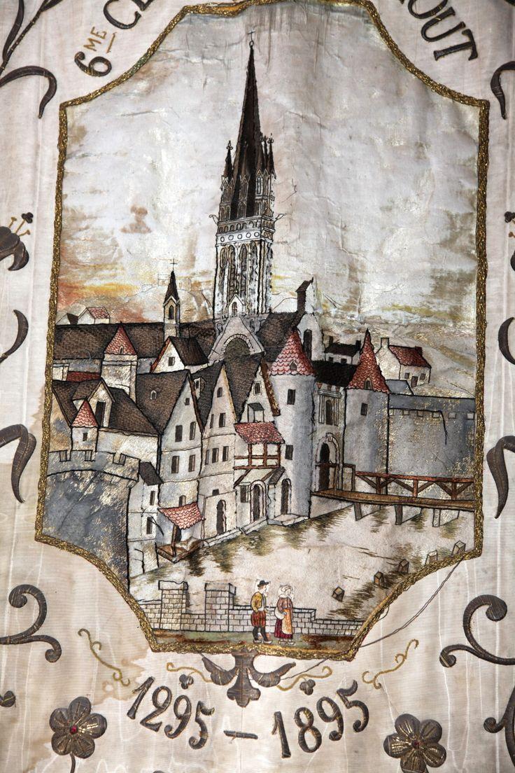 Bannière du Jubilée de ND du Mur (1895), conservée dans l'église St-Matthieu de Morlaix.