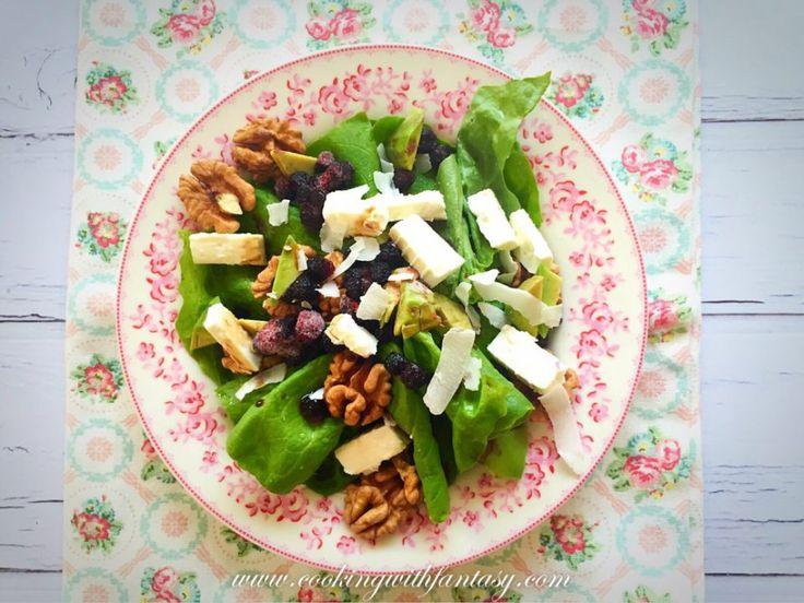 Egy könnyű nyári saláta tele vitaminokkal: diós fetás saláta. Csak mert hamarosan fürdőruhaszezon. :)