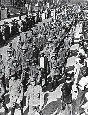 ANZAC Day March in Sydney 1916.... the first, with some of the first survivors just starting to trickle back home