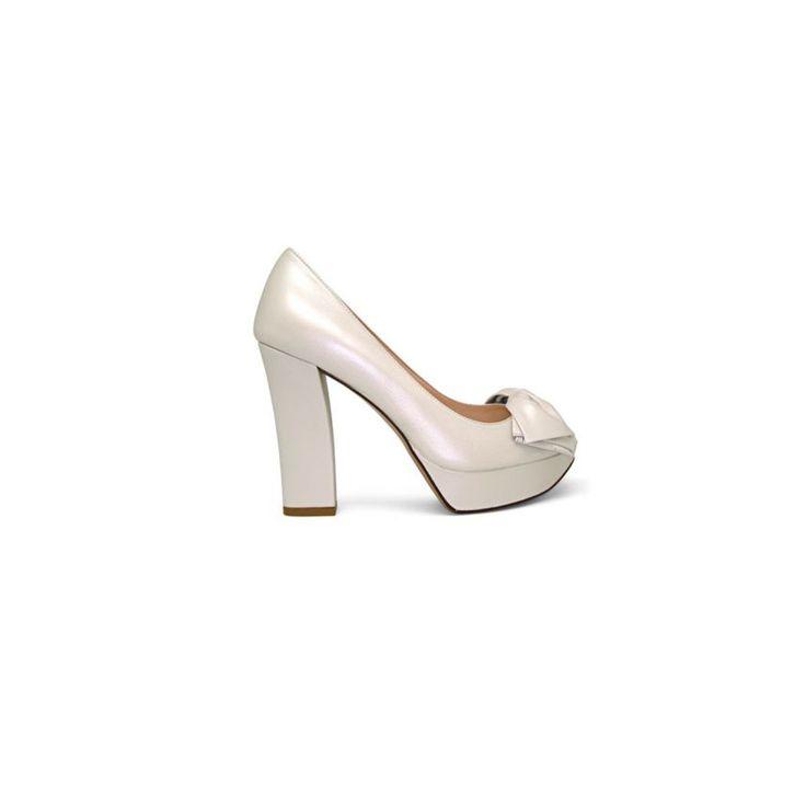 shopping de zapatos de tacón y su equivalente plano para el día de tu boda: salones de Lodi