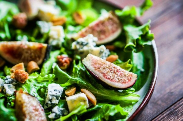 Салат из инжира с орехами и сыром ►►► ссылка на рецепт - https://recase.org/salat-iz-inzhira-s-orehami-i-syrom/