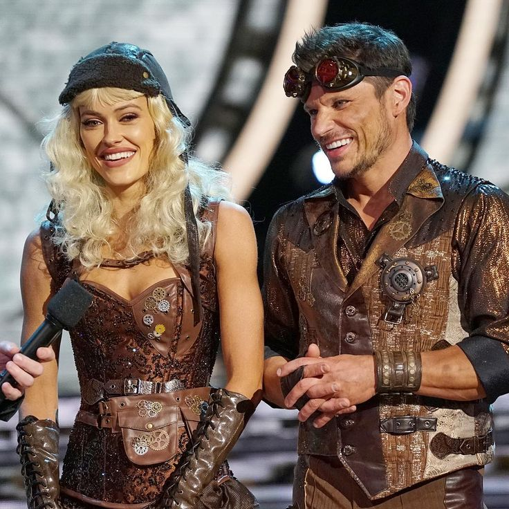 'Dancing with the Stars' ousts Nick Lachey and Peta Murgatroyd Lindsey Stirling and Mark Ballas deliver dance of the season Dancing with the Stars cut Nick Lachey and his professional partner Peta Murgatroyd during Monday night's broadcast of the series' 25th season on ABC. #DWTS #DancingWiththeStars