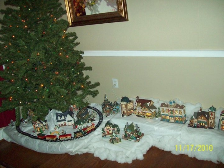 82 Best Ideas About Christmas Tree Under The Train.. On