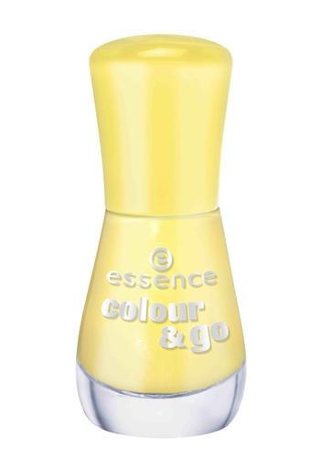 Giallo schock per Colour & Go, smalto unghie di Essence dal finish effetto gel estremamente brillante (1,99 €)