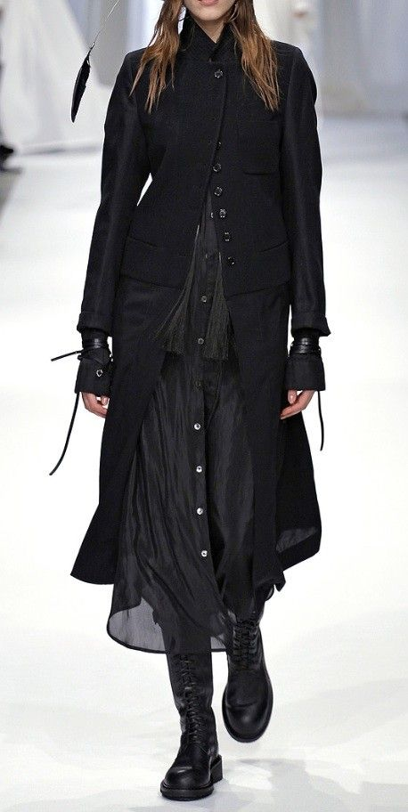 Ann Demeulemeester Fall 2013 Ready-to-Wear Fashion Show