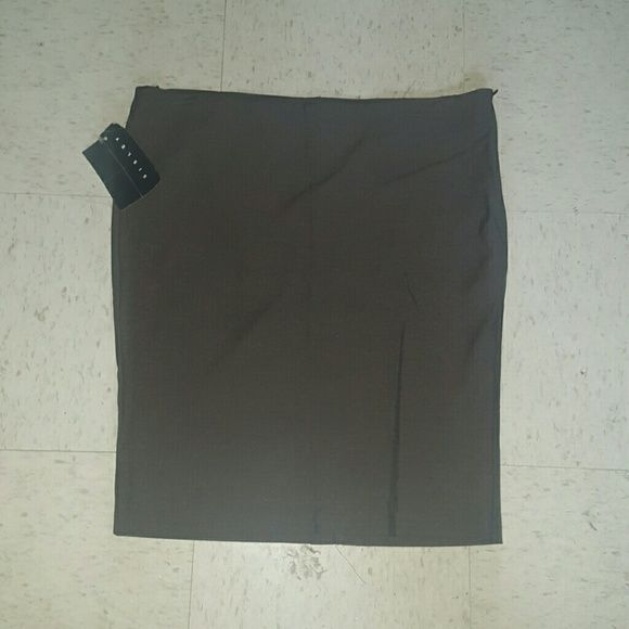 Sisley pencil skirt NWT! slit up back. Side zipper. Italian size 46. I would say US size 10 but please check out European size chart on United Colors of Benetton to confirm. Sisley Skirts Pencil