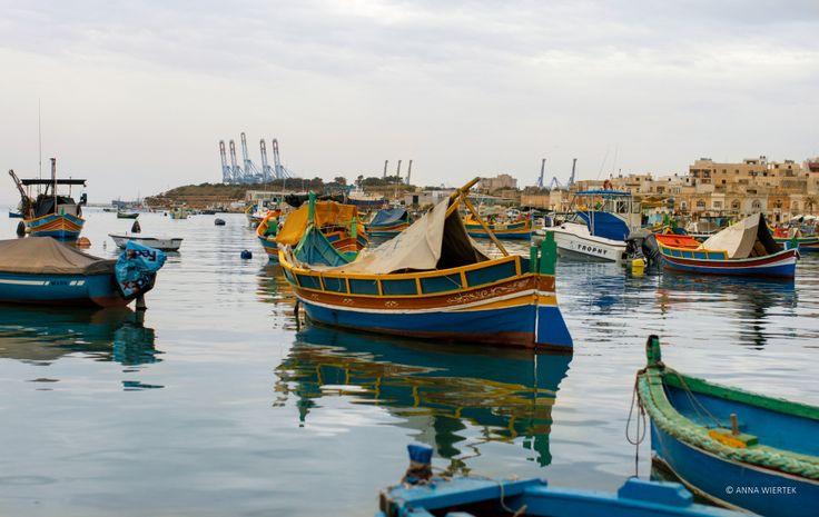 Kolorowe łodzie w Marsaxloks
