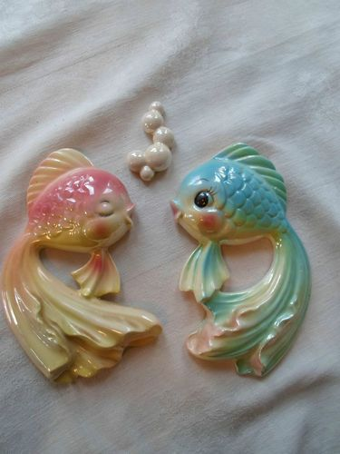 """Vintage (3) piece Porcelain ceramic set of two Fantailed fish with Bubbles is in Wonderful condition! There are no nicks, chips or cracks. The pastel Blue with green fantail fish measures 6 ¼"""" long x 4 ¾"""" wide. I was only able to find one very small spot were the paint has been scratched.   The smaller pastel pink with yellow fantail measures 6"""" long x 3 ¾"""" wide. She is in excellent condition with no scratches. The tiny bubbles measure 2 5/8"""" long x 1"""" wide.  They have that perfect retro…"""