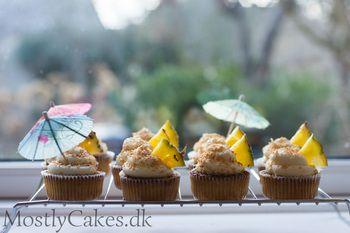 Piña colada cupcakes!