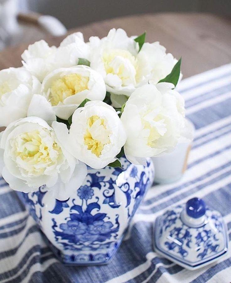 нежного утра, друзья! @deborahstachelski #BlueAndWhite #chinoiserie #color #букет #сервировка #декор #galleria_arben