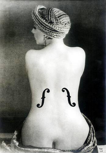 Man Ray - Le Violon d'Ingres, 1924 - Épreuve aux sels d'argent rehaussée à la mine de plomb et à l'encre de Chine et contrecollée sur papier - (28.2×22.5 cm).