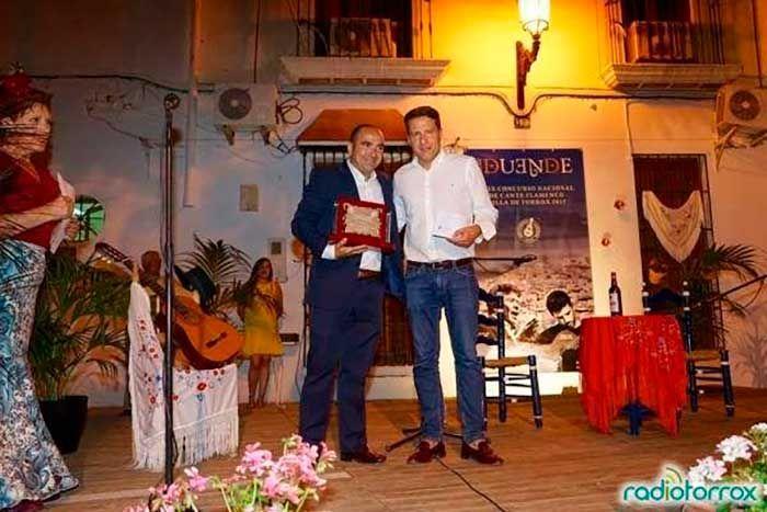 El cantaor cordobés Antonio Nieto se alzo el sábado con el primer premio de la XXIX edición del Concurso Nacional de Cante Flamenco Villa de Torrox 'con duende'.