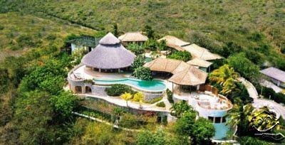 Liburan Di Pulau Mustique Indah : Villa Yemanja | 07/02/2016 | SolusiProperti.Com-Villa Yemanja ini terletak tinggi di atas bukit yang indah, menghadap ke Pantai Macaroni di pulau Mustique, di St Vincent dan Grenadines. Terdiri dari villa utama, sebuah pondok dengan ... http://propertidata.com/berita/liburan-di-pulau-mustique-indah-villa-yemanja/ #properti