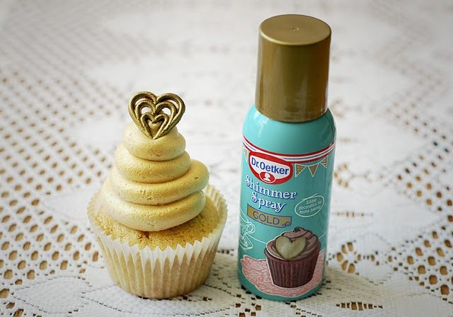 Todays decorating technique is something I've only recently came across.  Dr Oetker have released a whole new baking range including this awesome shimmer spray.  It can be used to cover chocolate, cupcakes or can be sprayed over a stencil on brownies and cakes to create a shimmery golden design.  Also available in silver you can cover pretty much anything with this edible shimmer.  I just love how it glams up our Elvis Cupcakes for Pet Lamb!  I'm sure the king himself would approve.