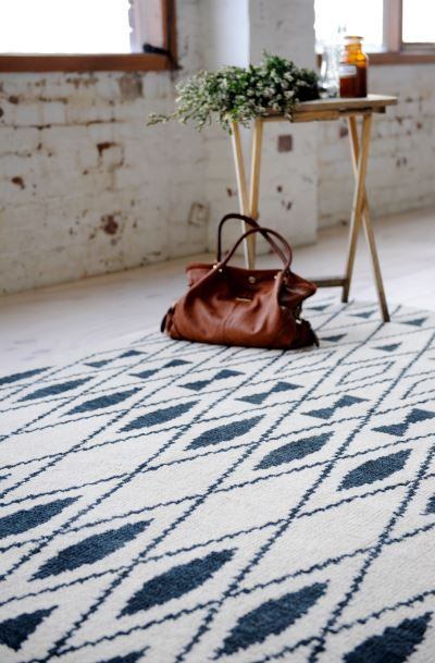 Our fabulous NEW Casablanca Diamond rug! This handknotted rug is super soft and cosy! #TheRugCollection