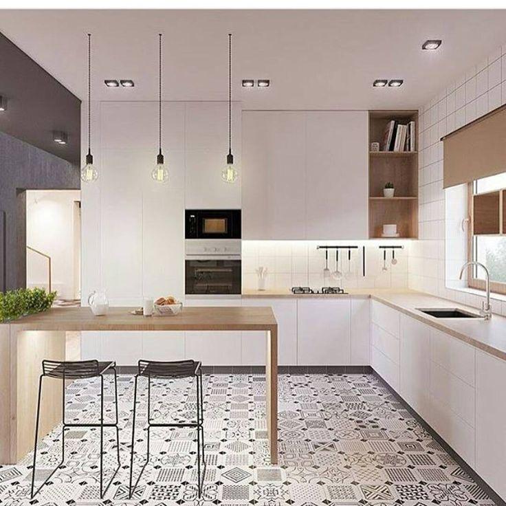 Inspiração do dia: cozinha clean com detalhes em madeira e patchwork no piso. Linda! #inspiracao #cozinha #kitchen #homestyle #instahome #interiores #interiordesign #modern #mairadelneroarquitetura