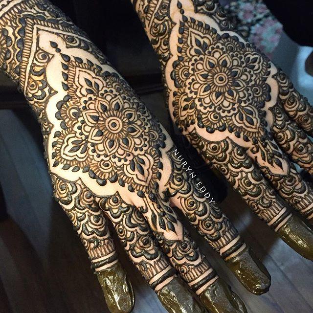 ⚫️⚫⚫️️#heena #henna #henne #inai #7eena #uniquehenna #mehndi #mehendi #mehandi #mehndihenna #bridalhenna #hennaservice #nxedhennacones #nxedhennastains #singaporehenna #hennasg #islamicart #sgwedding #hennainspire #nxedhenna