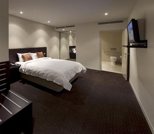 Best Western Atlantis Hotel located in Melbourne, located in the city center, close to Flagstaff Gardens, Melbourne Aquarium, and Queen Victoria Market. Also nearby are Hardware Lane and Collins Street. Perfect hotel to stay for family trip. http://www.zocko.com/z/JJKQK