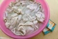Redonner la blancheur aux vêtements blancs