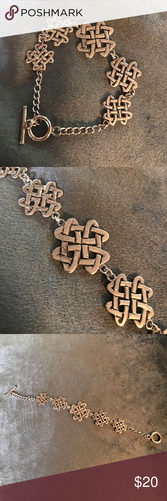☘️Silver Celtic Knot Bracelet ☘️ ❤️Bracelet with 5 Celtic love knots and bar and ring toggle clasp ❤️ Jewelry Bracelets