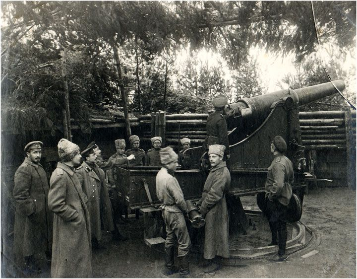 Russian Obukhov 152mm (120 pood) Fortress Gun M77 on a fortress carriage in position near Kurtengof, Latvia, September 1915.
