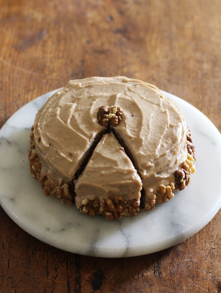 you wouldn't believe this moist carrot cake with a spiced maple frosting is vegan and free from gluten and refined sugars! It's so delicious!