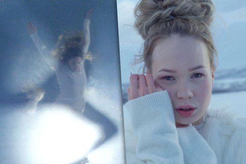 SPILLER INN FILM: Nesseby-jenta satser på å høste stemmer i Eurovision Song Contest med denne videoen. Foto: Elle Márjá Eira og Ken Are Bongo / Davás film