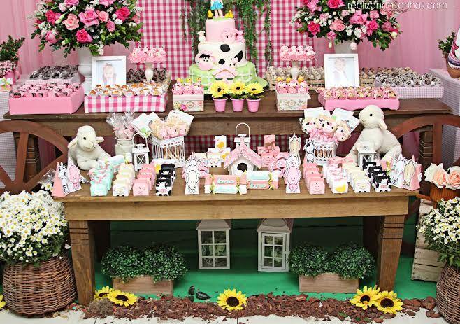 O Buffet Planeta Encantado realizou uma linda festinha na cor rosa e cheia de animaizinhos. Por todo o salão era possível ver vaquinhas, ovelhas, patinhos e todos os tipos de bichinhos que podem se…