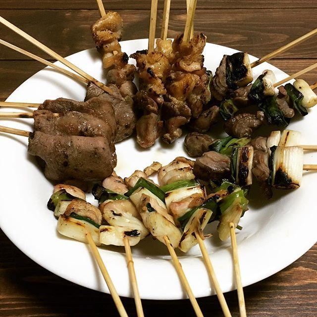 福井のソウルフード?の秋吉の焼き鳥を初めて食べた♪(北海道でいう串鳥みたいな感じだと思う) 20本で1300円って安い。 そして、平成28年度お疲れ様でした、来年度は勝負や! #日本 #japan #北陸 #hokuriku #福井 #fukui #夕食 #dinner #肉 #meat #焼き鳥 #chicken #純けい #タン #ねぎま #砂肝 #ソウルフード #soulfood #お疲れ様でした #instapic #instafood #instagood