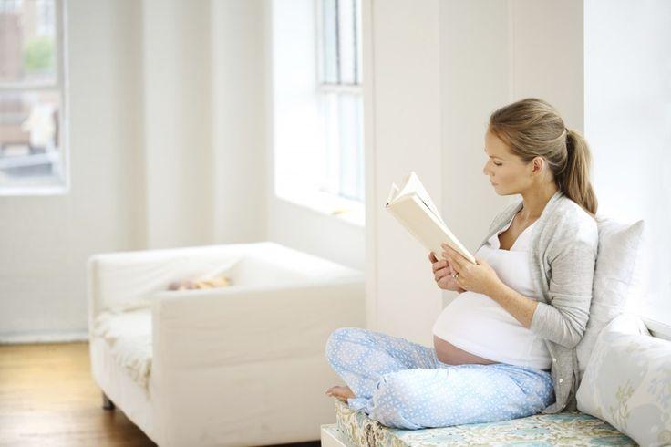 Ecco i 10 libri fondamentali che ogni futura mamma deve leggere durante la gravidanza