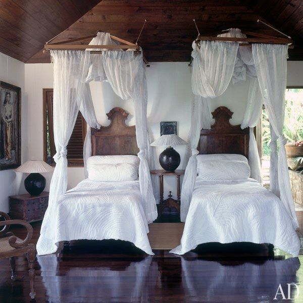 A palm-frond pattern was silk-screened onto the mosquito netting and bedcoverings in one of the guest bedrooms.