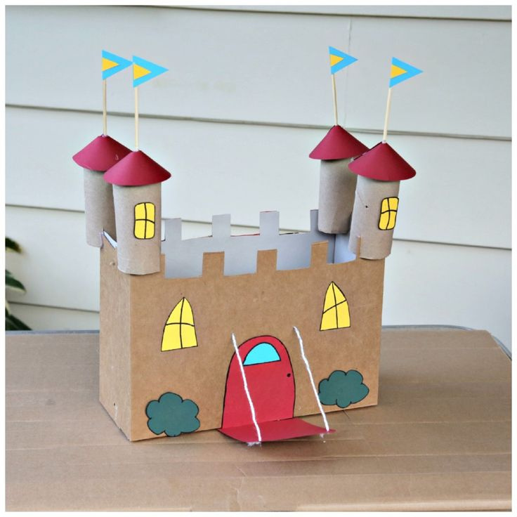 For your little prince or princess: a recycled cereal box castle! #kidcrafts